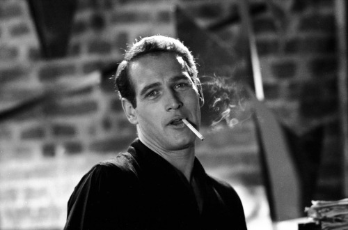 03. Paul-Newman-Smoking-Parliament-Cigarettes